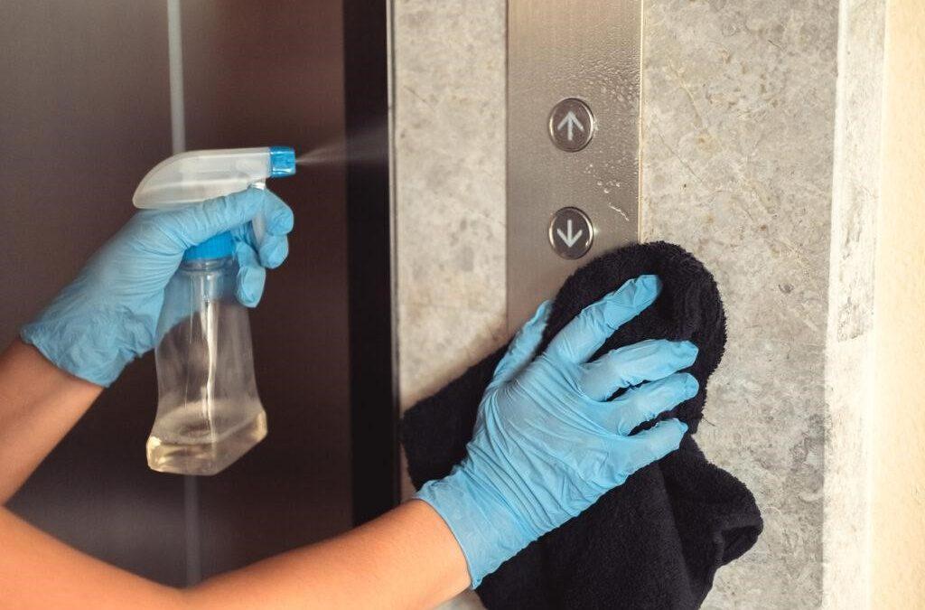 La limpieza de zonas comunes en tu comunidad de vecinos en verano