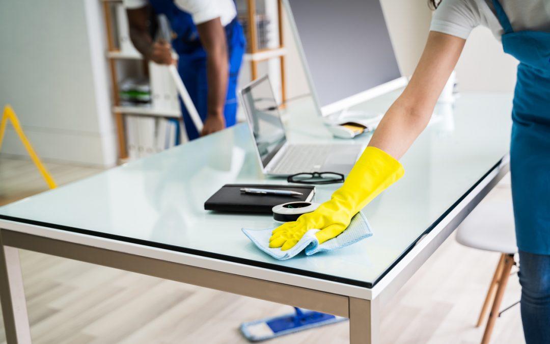 Claves para la limpieza de zonas comunes en tu oficina en verano